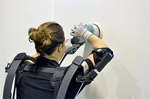 L'exosquelette bras levé adapté à la manutention
